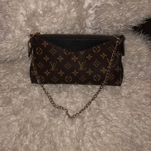 "Louis Vuitton Pallas clutch in the color ""noir"""